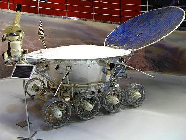 1970 - Sovyetler Birliği'ne ait Ay aracı Lunokhod 1 fırlatıldı. Araç Dünya dışında bir zeminde uzaktan kumanda ile hareket ettirilen ilk robottu.