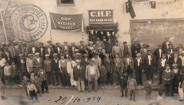 """1924 - Halk Fırkası'ndan istifa eden milletvekillerinin kuracağı partinin adının """"Cumhuriyet Fırkası"""" olacağı haberi üzerine Halk Fırkası'nın adı Cumhuriyet Halk Fırkası olarak değiştirildi."""