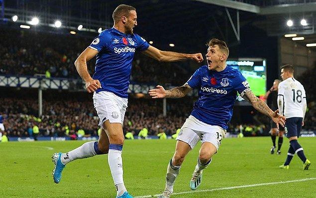 İngiltere Premier Lig'in 11. haftasında Everton ile Tottenham karşı karşıya geldi. Goodison Park'taki mücadele 1-1 berabere sonuçlandı. Cenk, 90+7. dakikada Digne'nin ortasında güzel bir kafa vuruşu yaparak topu filelere gönderdi ve takımına kritik 1 puanı getirdi.