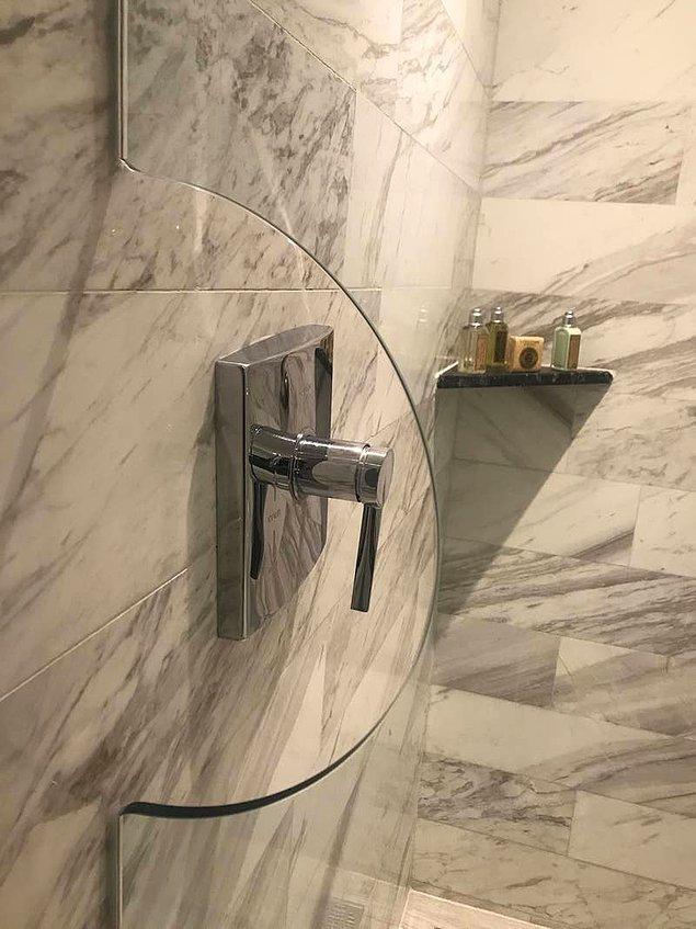 17. Duş musluğunu açarken ıslanmamanızı sağlayan camekan. 🚿