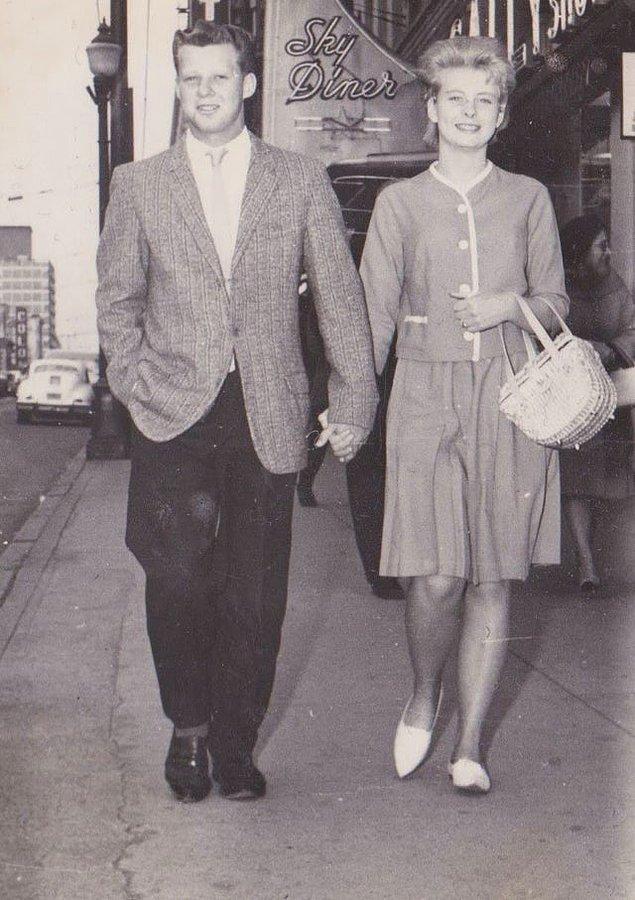 """26. """"Dedemler sinemaya gitmek için giyinmişler. 1950'ler, Vancouver."""""""