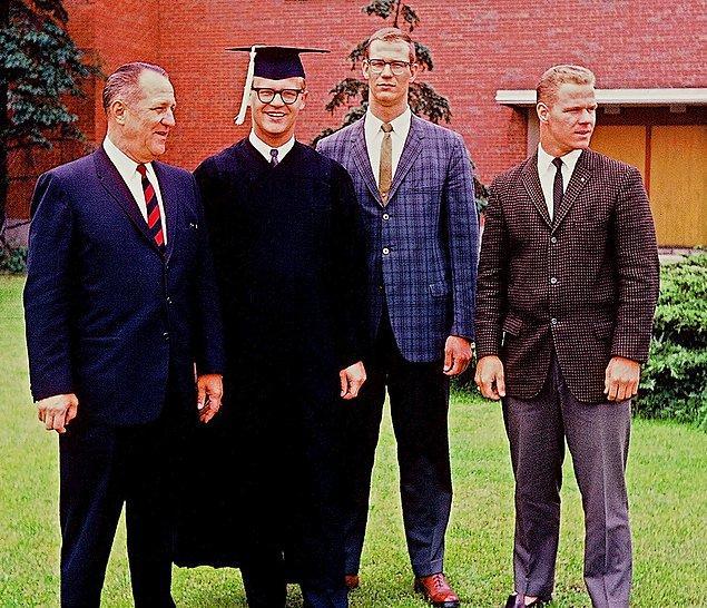 """29. """"Büyük amcamın mezuniyeti, 1950'ler."""""""