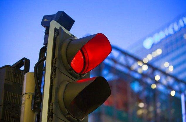 Eğer bu oran geçerli olursa, kırmızı ışıkta geçmenin cezası 235 liradan 288 liraya yükselecek.
