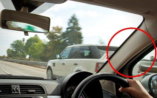 Aracın dışına yerleştirdiği bir kamera ile alınan kör nokta görüntüsü...