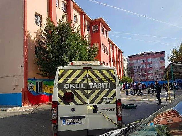 6. İstanbul Avcılar'da bugün herkesin kanını donduran bir kaza yaşandı, Mehmetçilk İlkokulu'nun bahçesinde bir servis şoförü 8 yaşındaki Eylül Mirzaoğlu'na çarparak ölümüne sebep oldu.
