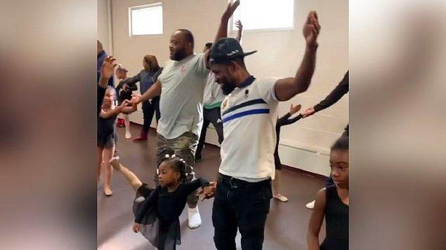 Kızların gittiği Echappe Dans ve Sanat Okulu'nun kurucusu Erin Lee, pazar günkü dersin görüntüsünü sosyal medyada paylaştı. 'Babalara ve dansa karşı' önyargıları kırmak ve babaların kız çocuklarıyla bağlarını güçlendirmek amacıyla bu işe kalkıştıklarını söyleyen Lee'nin paylaştığı görüntüler yüz binlerce kez izlendi. Ünlüler dahil çok sayıda kişiden övgü yağdı.