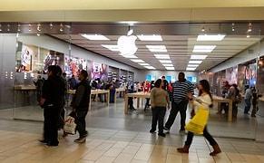 Bir Kadının iPhone'undan Çıplak Fotoğraf Çalan Apple Çalışanının İşine Son Verildi