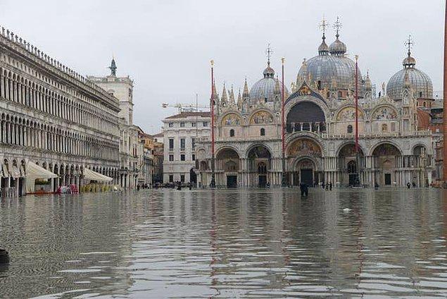 1. San Marco Meydanı, dev bir İtalyan piazzasından ziyade bir göl haline gelmiş durumda...