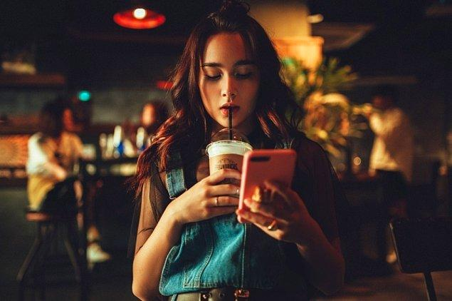 """5. """"Sadece kendisinin fotoğraflarının olması ve bunlardan birinin kendi telefon ekranında bulunması..."""""""
