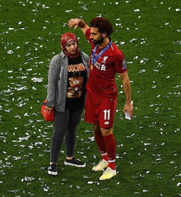 2012 yılında Salah Basel'e geçiyor ve tam 1 yıl sonra köyüne dönerek büyük aşkıyla evleniyorlar.