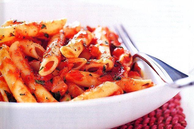 2. Her yapılan yemek bol baharatlı olur.