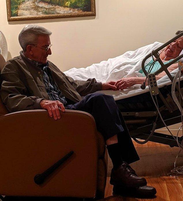 """6. """"Bu gece büyükannemi büyük olasılıkla kaybedeceğim ama sonsuza dek büyükanne ve büyükbabamın fotoğrafını saklayacağım. Neredeyse 53 yıldır evliler."""""""