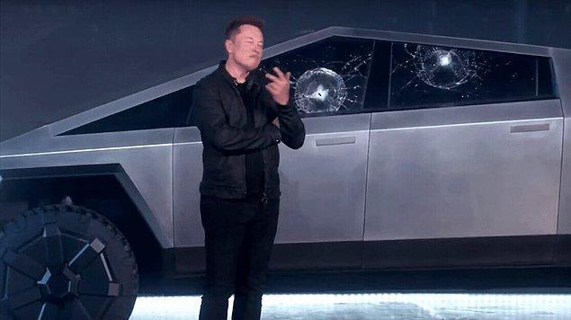 Elon Musk, uzun zamandır beklenen kamyonunu gözler önüne serdi. Aracın ismi de Cybertruck.