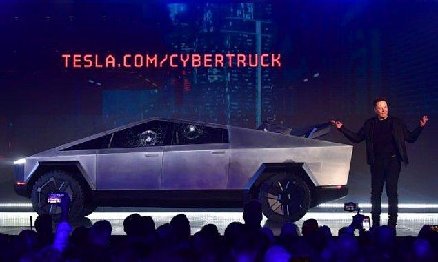 Yani, Cybertruck faşist bir Toblerone'a benziyor mu? Veya düşük çözünürlüklü bir PS1 aracına? Ya da tekerlekli bir açı ölçere? Evet. Evet, aynen öyle.