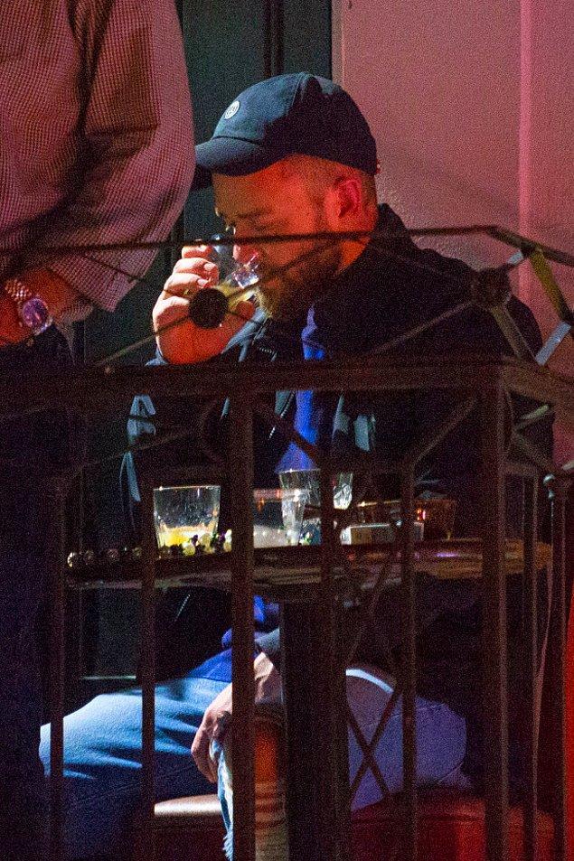 New Orleans'taki barda o anlara şahit olan insanlar, Justin Timberlake'in ayakta duramayacak kadar kötü olduğu söylüyorlar.