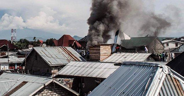 Demokratik Kongo Cumhuriyeti'nde 19 koltuklu bir uçak, Goma kentindeki bir mahalleye düştü.