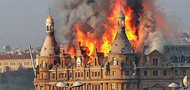 2010 - Haydarpaşa Garı'nın çatısında çıkan yangın sonucunda, çatısı ve 4. katı büyük zarar gördü.