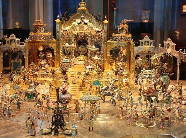 Müzede 3 bin civarında eser sergileniyor