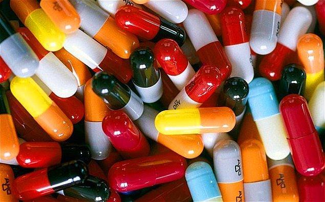 12. Antibiyotikler hangisine karşı etki eder?