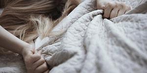 Soru İşaretlerini Gideriyoruz: Kadınlar Mastürbasyon Yaparken Neler Hayal Ediyor?