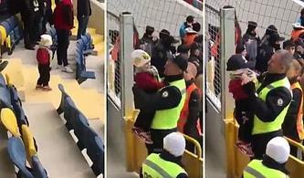 Sahaya Girmek İsterken Polise Yakalanan Minik Ankaragücü Taraftarı