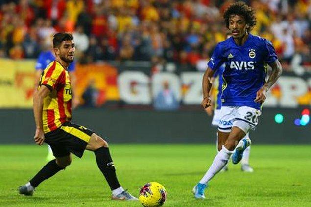 56. dakikada Göztepe'de Soner, Luiz Gustavo'nun müdahalesiyle yerde kaldı. VAR incelemesi sonrası penaltı kararı verildi.