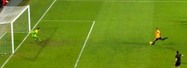 57. dakikada Göztepe'de Alpaslan'ın kullandığı penaltıyı kaleci Altay kurtardı.