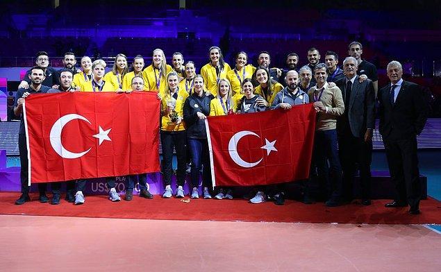 Yarı final maçında son ana kadar savaşan Vakıfbank ne yazık ki rakibine 3-2 yenilerek şampiyonayı 3. sırada tamamladı.
