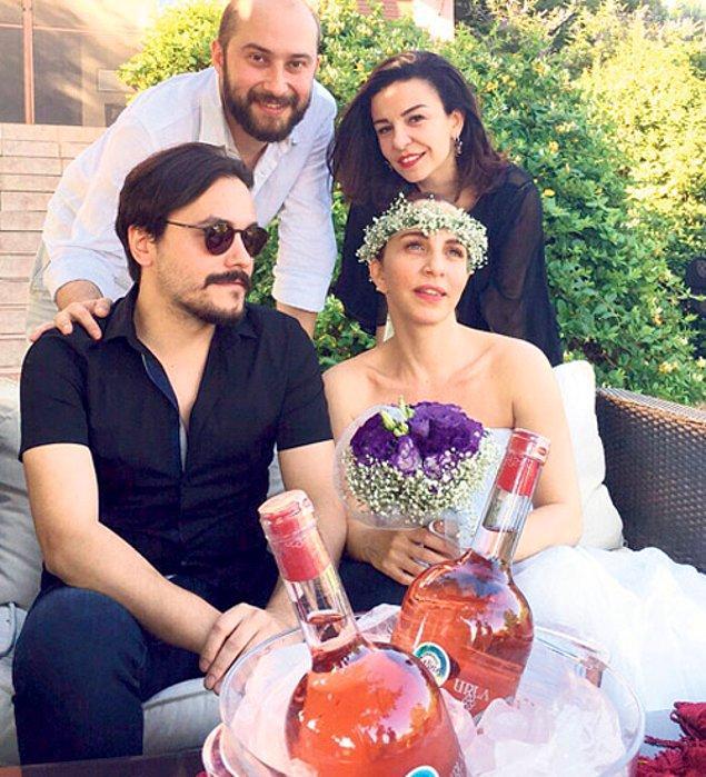 1. 2015 yılının Temmuz ayında Sertab Erener, kendisinden 20 yaş küçük gitarist sevgilisi Emre Kula ile dünya evine girdi. Demir Demirkan ile 18 yıllık ilişkisini bitirip kısa bir süre sonra evlenmesi herkesi çok şaşırtmıştı.