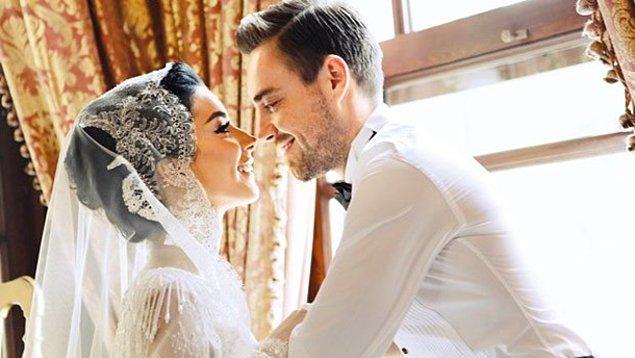 3. 2015 yılında en çok konuşulan düğünlerden biri de Merve Boluğur ve Murat Dalkılıç'ın olmuştu. Çift maalesef evlendikten 2 yıl sonra boşandı.
