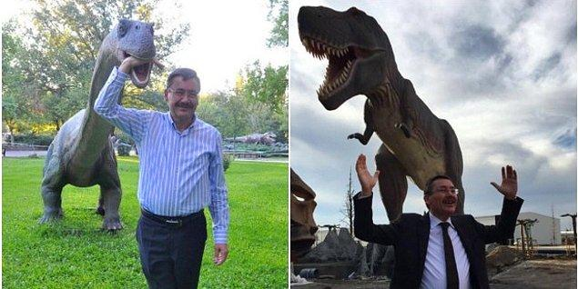 Neden mi? Ankara'nın girişlerine yapılan heyhula gibi kapılara 31 milyon lira harcayan İ. Melih Gökçek, dinozorların da dahil olduğu 'ucube'lere 342 milyon lira bütçe ayırmış...