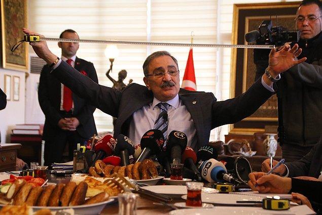 Yavaş'ın suç duyurusunda bulunduğu sıralarda Sinan Aygün basın toplantısı düzenleyerek uzun bir konuşma yaptı 👇