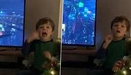 İşitme Engelli Ebeveynleri İçin Televizyondaki Filmi İşaret Diline Çeviren 4 Yaşındaki Çocuk!