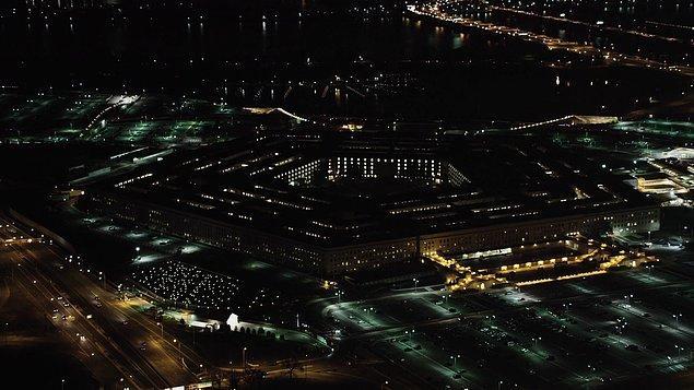 Pentagon ise İran'ın Irak'ta ABD askerlerinin bulunduğu üslere 10'dan fazla füze gönderdiğini duyurdu.