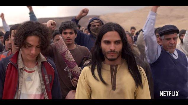 """Kuran'da da birçok ayette İsa'dan bahsediliyor. Örneğin; """"İmrân kızı Meryem'i de (misal vermiştir): O iffetini çok iyi korumuştu, biz de ona ruhumuzdan üfledik; o, rabbinin sözlerini ve kitaplarını hep tasdik etti ve o içtenlikle itaat edenlerdendi."""" Burada """"Ona ruhumuzu üfürdük"""" ifadesiyle İsa'dan bahsedildiğini ve Allah tarafından olduğu söyleniyor."""