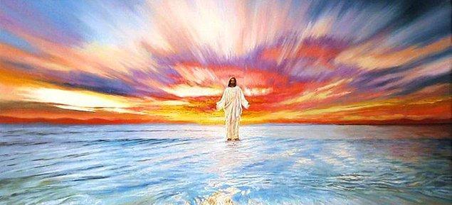 Peki yeniden dirileceği ve dünyadaki kötülükleri engelleyeceği söylenen beklenen kurtarıcı İsa Mesih neye benzeyecek? İsa Mesih'in yeryüzüne yetişkin bir insan olarak geleceği belirtiliyor.