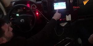 Bir Yandan Minibüsü Sürerken Diğer Yandan da Okey Oynayan Şoför!