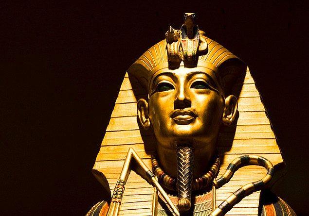 6. Tutankhamun'un ilk zamanlarında baş danışmanlarından biri olan Ay aynı zamanda ünlü Kraliçe Nefertiti'nin de babasıydı.