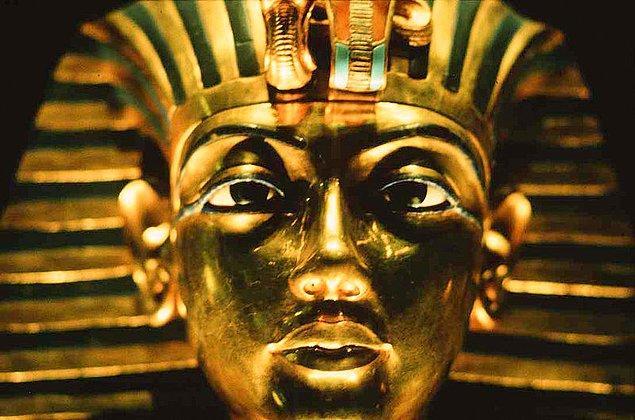13. Tut'un altın maskesi Mısır'ın en çok bilinen sembollerinden biridir.