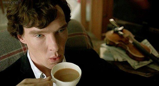 14. İtalyanlar çok fazla çay tüketmedikleri için, bir kafedeki en pahalı şey çaydır. Bir fincan çaya vereceğiniz üç euroyla, bir marketten bir kutu çay alabilirsiniz!