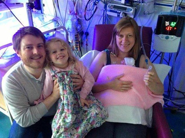 Baba David, anne Sally ve abla Esme'nin küçük Edie'yle ilk fotoğrafı!