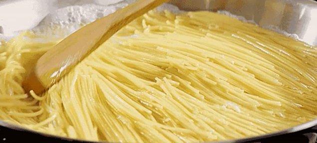 2. Spaghetti, aslında İtalya'da değil Çin'de bulunmuştur.