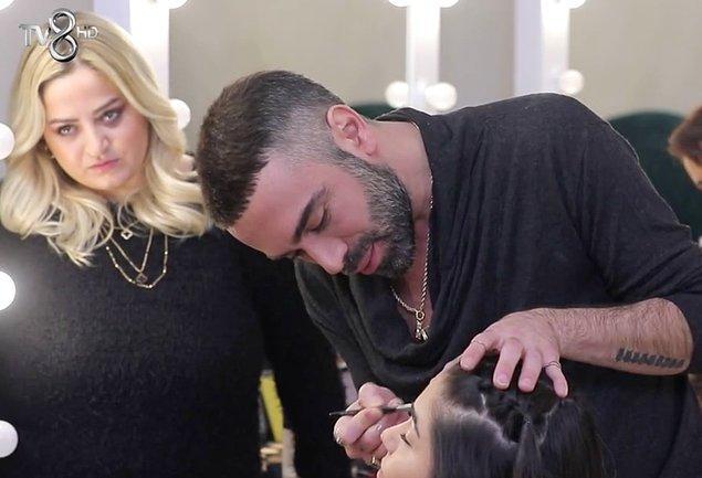 Daha önce ara ara kızların saçlarını yapan Kemal Doğulu, bu sefer makyajlarını yapmaya başladı.