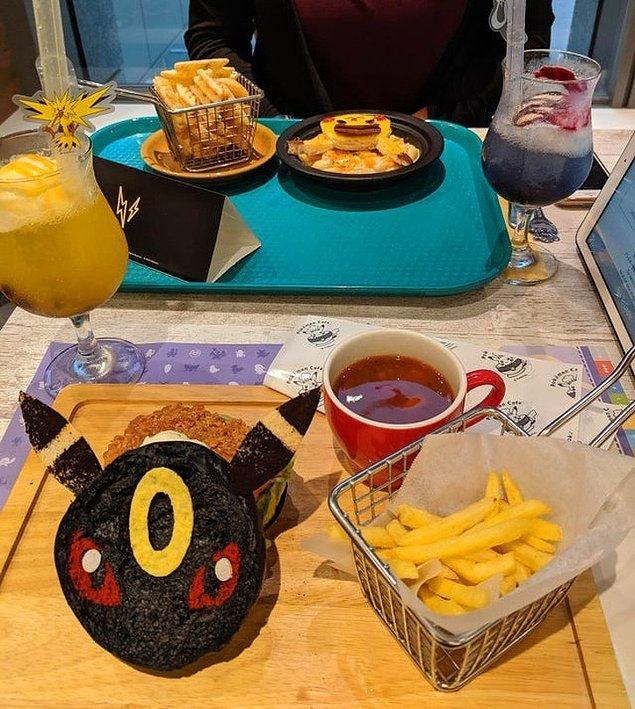 2. Pokemon karakterleri şeklindeki yemekleri, servis eden Pokemon Cafe.