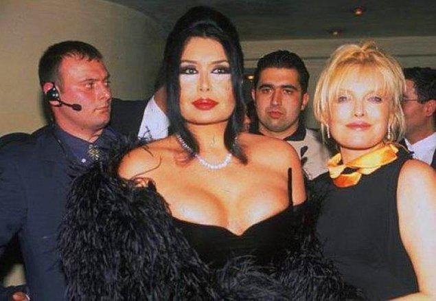 13. Ne güzel bir arkadaşlıktı ki onlarınkisi. 2013 yılında Erdoğan'ın iftar davetinde Süperstar Diva'ya selam vermedi ve Diva ona; 'ucube, hödük' gibi laflar etti. Ajda ise: ''Çok ayıp etti. Biz onunla abi-kardeş gibiydik'' dedi.