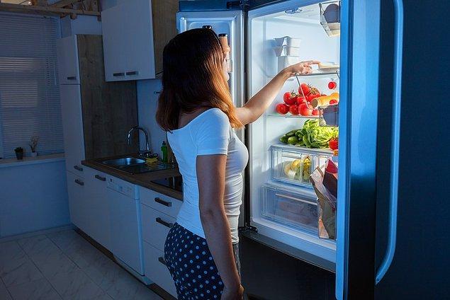 Buzdolabınızı güneş alacak yerlerden ve ısı kaynaklarından uzağa yerleştirin.Bu enerji tüketiminizi %25 azaltmanızı sağlar.