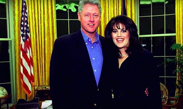 Monica, bütçe çalışmaları sırasında uzun mesailer geçiriyordu sarayda. Bu çalışmalar Beyaz Saray'ın Genel Sekreterinin ofisinde oluyordu. Şu işe bakın ki, Bill Clinton da bu ofise sık sık gelir olmuştu makamından ayrılıp.