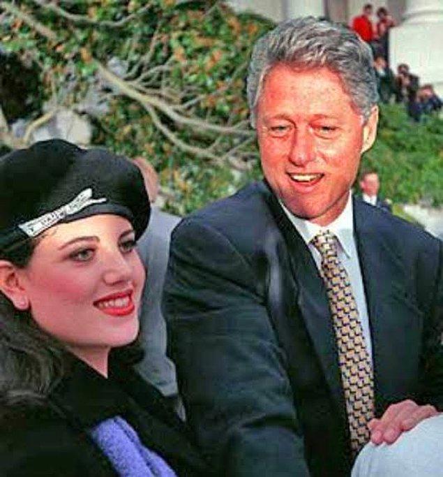 Monica'nın Başkan'la yaşadığı ilk ilişki tecrübesi, savcılık raporunda kendi ifadesiyle aynen şöyle geçiyor: