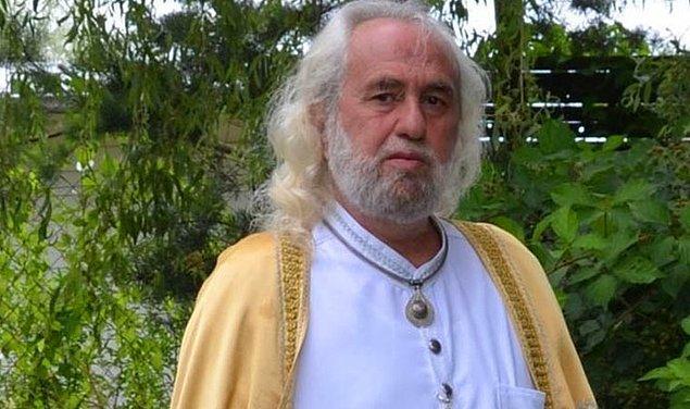 2. Mesih olduğunu iddia ettikten sonra birbirinden ilginç açıklamalarla gündeme gelen Hasan Mezarcı şimdi de recm ve Kuran'daki 100 sopa cezasını iptal ettiğini açıkladı.