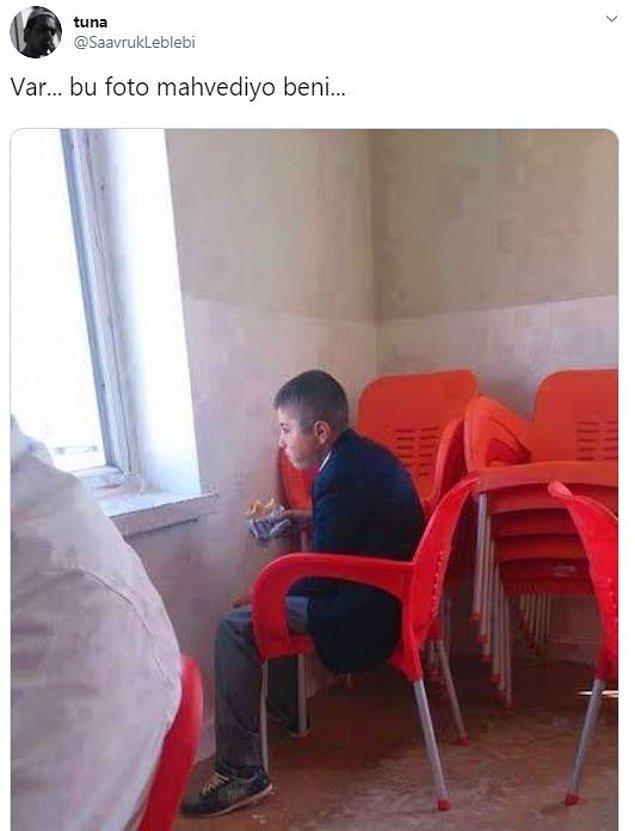 8. Tek başına tost yiyen çocuk, gel sarılalım.